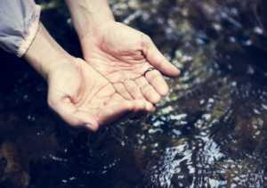 Agua alcalina similar a la de manantial